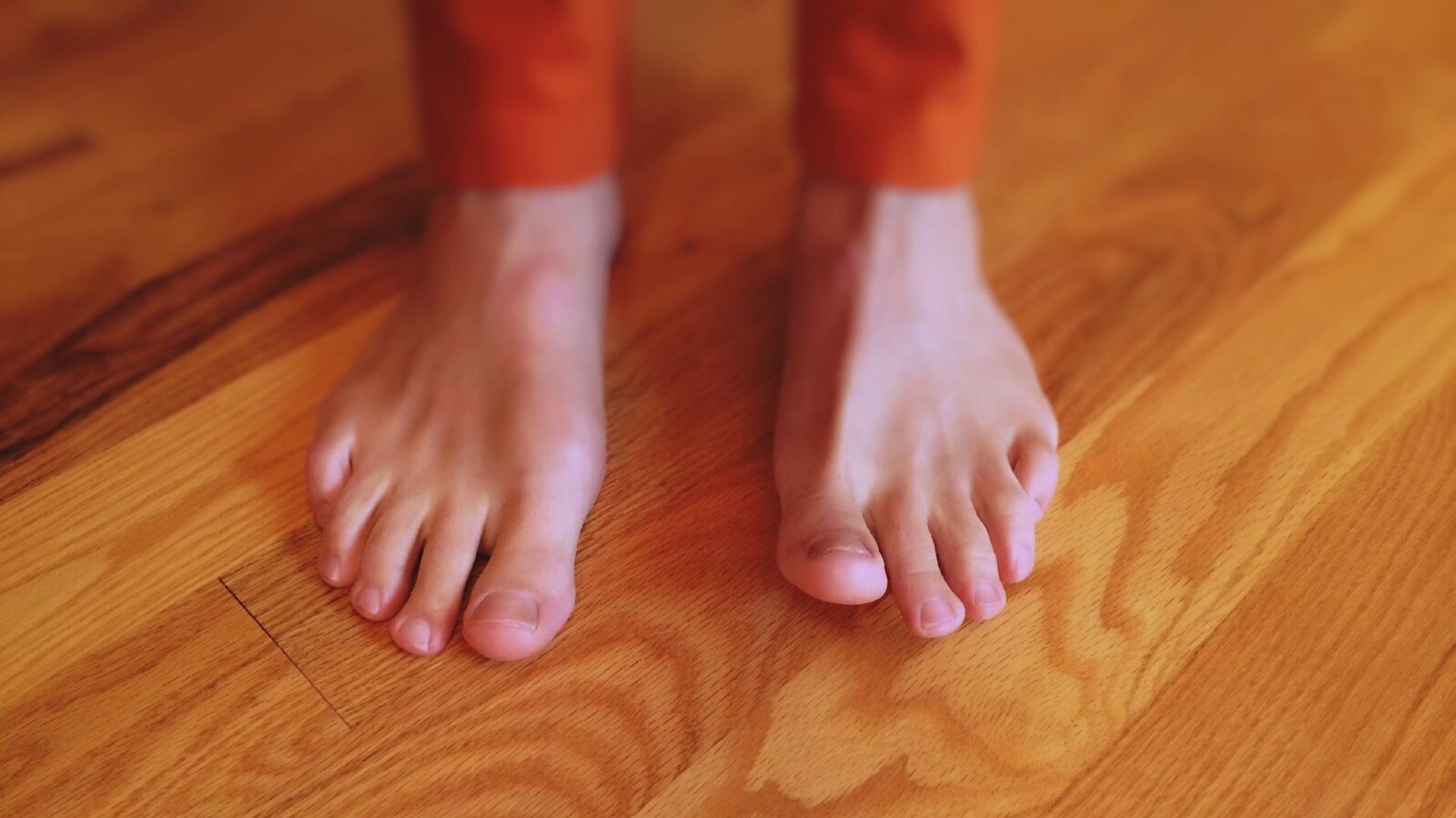 barefoot-938437_1920