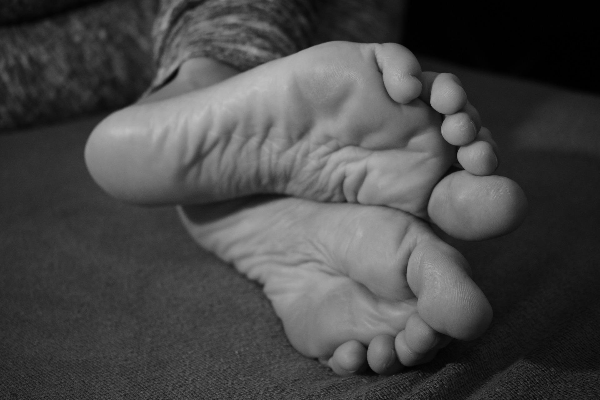feet-2908582_1920